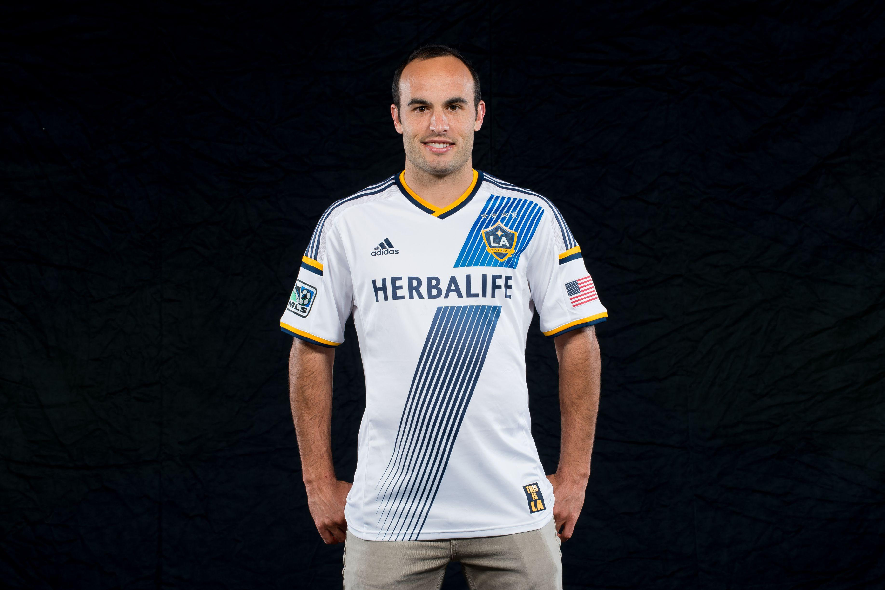 updated m willis takes on the new kit corner of the galaxy landon donovan ur
