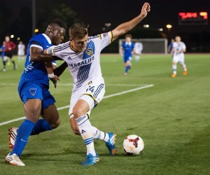 Robbie Rogers plays in an LA Galaxy II game vs the OC Blues FC